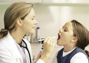Инородное тело в глотке у детей, симптомы, что делать?