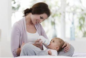 Новорожденный ребенок отказывается от груди после кормления из бутылочки