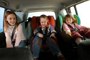 Транспорт на деца во автомобил