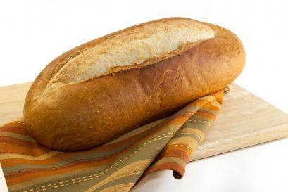Mâncarea pe care copilul mănâncă mâinile sale: pâine și cereale