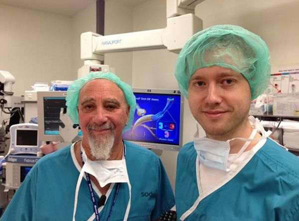 Дмитриј Itskov со еден колега на проектот