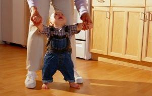 Составные части процесса развития ходьбы ребенка