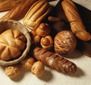 Хлеб в питании ребенка. Когда можно начинать давать ребенку хлеб?