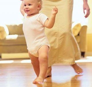 Как эффективно и быстро научить ребенка до года ходить?первые навыки.