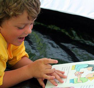 Как научить бегло читать ребенка? Как научить ребёнка читать? Правила как научить ребенка читать по слогам?