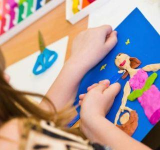 Как научить лепить ребенка?занятия лепкой хорошо развивают мелкую моторику рук и это положительно влияет на развитие ребенка.