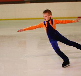 Как научить ребенка кататься на коньках?чтобы сделать катание безопасным, необходимо в первую очередь знать, как правильно подобрать коньки ребенку.