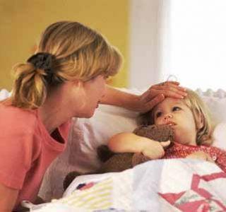 Как сбить температуру у ребенка 3 лет?стоит у малыша подняться температуре, многие родители сразу начинают переживать.
