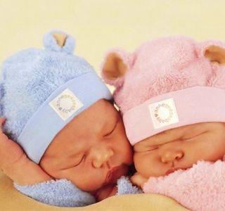 Многие родители, нежно любящие своих детей и желающие видеть их красивыми и стильными даже и не догадываются, что на детскую одежду новорожденных тоже существует мода.