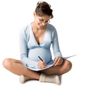 Нужно ли ложиться в роддом заранее? Что взять с собой. Как начинаются роды?
