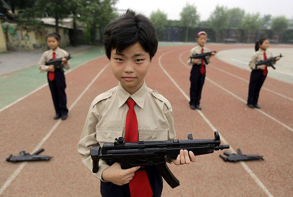 Покупать ли ребенку железное игрушечное оружие?