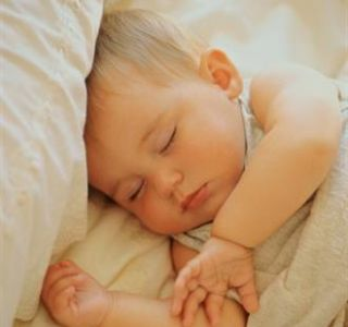 Spavanje mjesečna beba