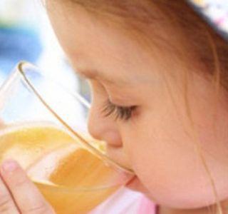 Сок за бебето. Сок за прв наведуваш бебиња. Сокови за деца klasmsifikatsiya GOST