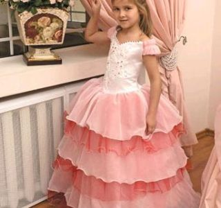 Večer dječja moda - dati okus od rane dobi. Večernje haljine za djevojčice. Haljina dječaka na maturalnu zabavu u vrtiću.