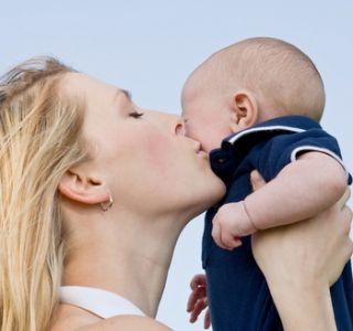 Выплаты матерям одиночкам в 2013 году.какие пособия полагаются матери-одиночке? Дополнительно одинокой матери положены ежемесячные пособия.