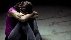 Суицидальное поведение у детей и подростков: профилактика, лечение, симптомы, причины