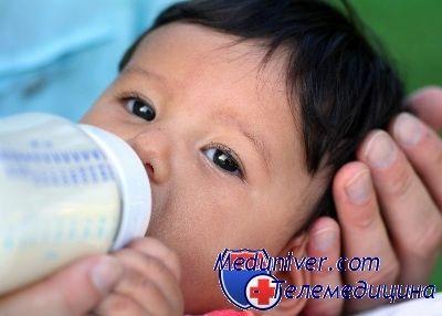 novorozenec kojenecká výživa